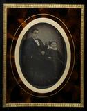 Visualizza Ganzporträt eines Mannes, neben ihm ein Mädch… anteprime su