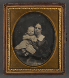 Visualizza Portrait of seated mother and child anteprime su