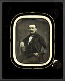 Miniaturansicht Vorschau von Portrait d'homme à la moustache, à mi-genoux,…