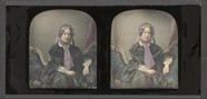 Visualizza Portrait de femme jeune, à mi-jambes, assise,… anteprime su