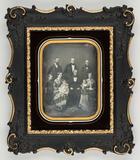 Visualizza Gruppenaufnahme mit 9 Personen, 4 Männer, 2 F… anteprime su