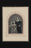 Visualizza studio portrait of a boy and two girls agains… anteprime su