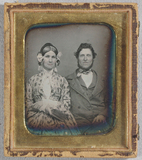 Visualizza Half length portrait of a couple sitting side… anteprime su