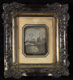 Visualizza Portrait of a couple, half figure, seated nex… anteprime su
