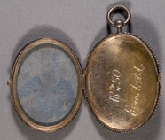 Visualizza Portrait of young unknown woman, locket. anteprime su