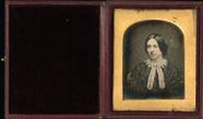 Visualizza Head and shoulder tinted portrait of beautifu… anteprime su