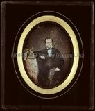Visualizza Porträt eines unbekannten Herrn mit Brille un… anteprime su