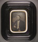 Thumbnail af Halbporträt eines sitzenden Mannes, einen Unt…