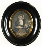Visualizza Porträt einer sitzenden Frau mit Schute. Fran… anteprime su