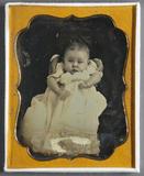 Visualizza Bildnis eines Babys, das von zwei Händen unte… anteprime su