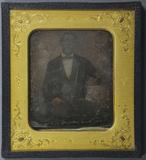 Miniaturansicht Vorschau von Portrait eines Mannes am Tisch sitzend, Halbf…