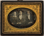 Visualizza Three quarter length portrait of three young … anteprime su
