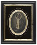 Visualizza Portrait de femme avec un bonnet blanc anteprime su