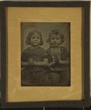 Thumbnail preview of Zwei sitzende Kinder, ein Mädchen und ein Jun…