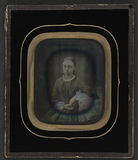 Visualizza Portrett av en alvorlig ung kvinne sittende m… anteprime su