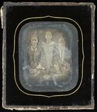 Visualizza Drei  Frauen, Mutter mit ihren beiden Töchter… anteprime su