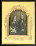 Visualizza Porträt eines sitzenden Ehepaares, die Frau m… anteprime su