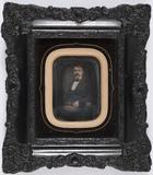 Visualizza Portrait d'homme assis. anteprime su