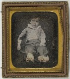 Visualizza portrait of a boy, sitting anteprime su