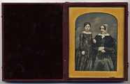 Visualizza Portrait of a mother and daughter three quart… anteprime su