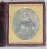 Visualizza Three quarter length portrait of a woman, sea… anteprime su