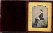 Miniaturansicht Vorschau von Portrait of a woman standing side on wearing …