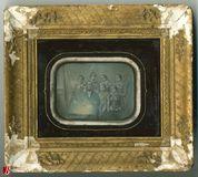 Miniaturansicht Vorschau von Group portrait of couple  with five girls