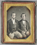 Visualizza Three-quarter length portrait of two seated y… anteprime su