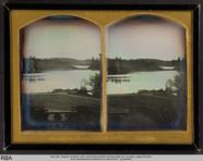 Visualizza Blick vom Balkon auf eine Seelandschaft anteprime su