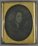 Thumbnail af Head and shoulders portrait of a young woman.