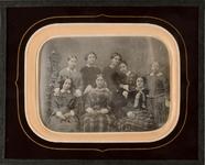 Thumbnail preview of Acht junge Frauen aus dem Kursus von Wilhelmi…