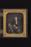 Esikatselunkuvan portrait of a man, posing with a (his) daguer… näyttö