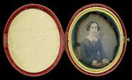Visualizza Portrait d'une femme assise sur une chaise. anteprime su