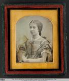Forhåndsvisning av Portrait einer sitzenden Frau mit verschränkt…