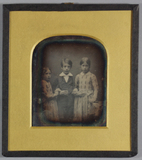 Visualizza Portrait of three children, presumably a brot… anteprime su