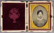 Prévisualisation de Halbporträt einer jungen Frau imagettes