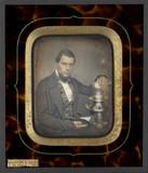 Esikatselunkuvan Portrait d'homme, à mi-genoux, assis, de troi… näyttö