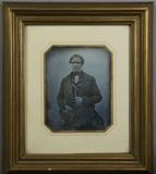 Visualizza Portrait eines Mannes in gestreifter Weste, e… anteprime su