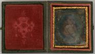 Visualizza Semi-profile portrait of an infant girl It se… anteprime su