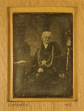 Visualizza Portrait of Thomas W Tottie sitting with legs… anteprime su