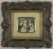 Visualizza Mutter mit ihren vier Kindern. Die älteste To… anteprime su