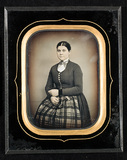 Visualizza Portrait of a young women i studio.  [Fotogra… anteprime su