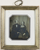 Visualizza Group portrait of a bearded man and a woman h… anteprime su