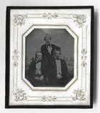 Esikatselunkuvan Gruppenbild vor gemaltem Hintergrund näyttö
