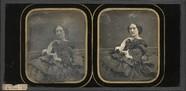 Thumbnail preview of Portrait de femme, à mi-jambes, assise, de tr…