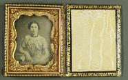 Visualizza Frau in geblümtem Kleid, USA, ca. 1850. anteprime su