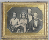 Visualizza Daguerreotype case containing two images one … anteprime su