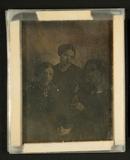 Visualizza Mutter und zwei Töchter, um 1850. anteprime su
