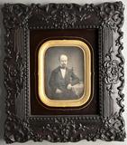 Prévisualisation de Dreiviertel-Portrait eines Herren mit Stirngl… imagettes