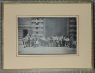 Miniaturansicht Vorschau von Daguerreotype of a group of men and children …